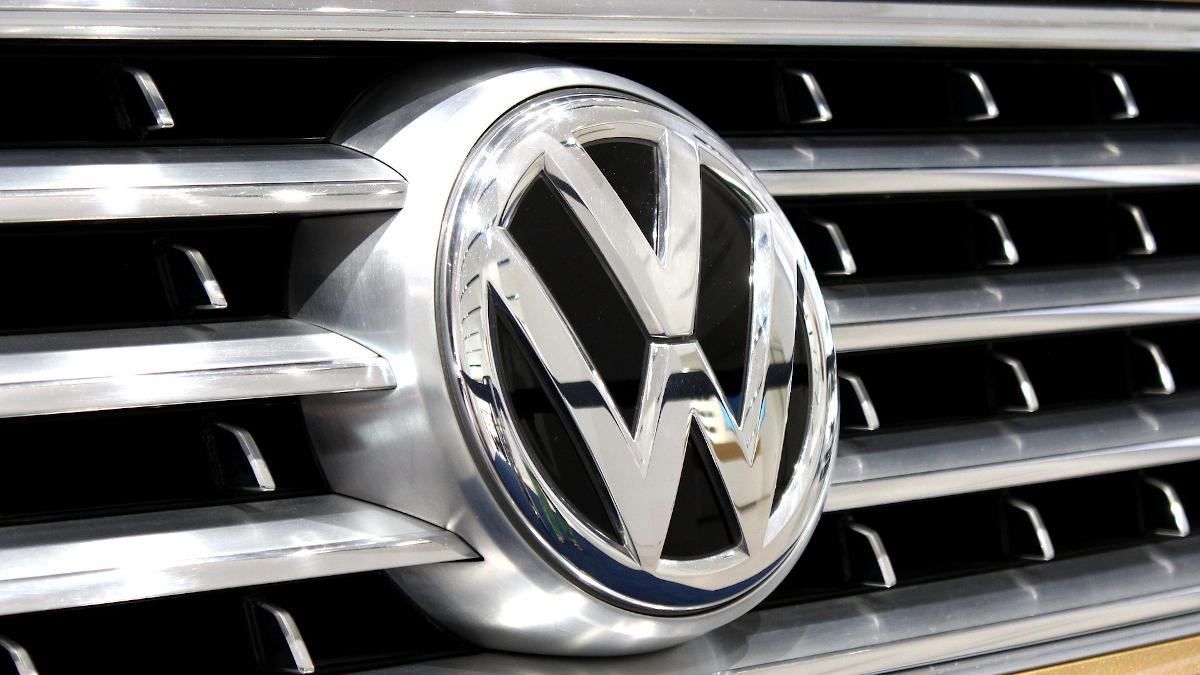 Volkswagen Logo Chrom